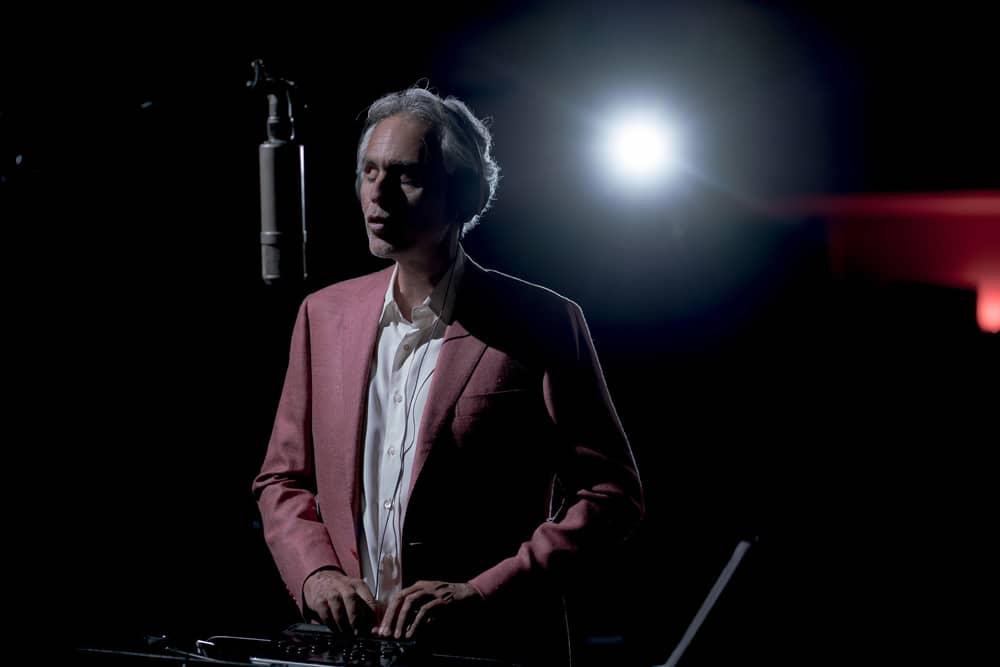 Andrea Bocelli recording in studio, credit by Lorenzo Montanelli