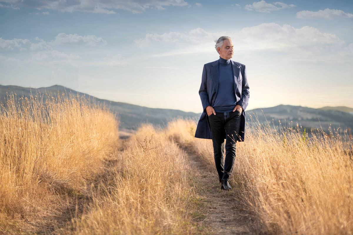 Andrea Bocelli walking in fields, credit by Giovanni De Sandre
