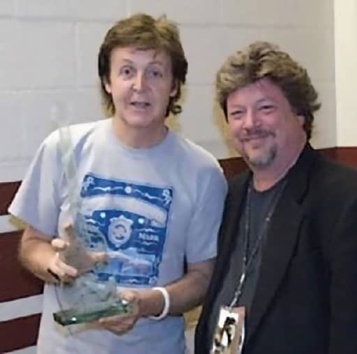 Danny Zelisko and Paul McCartney in 1990 - © to the owners