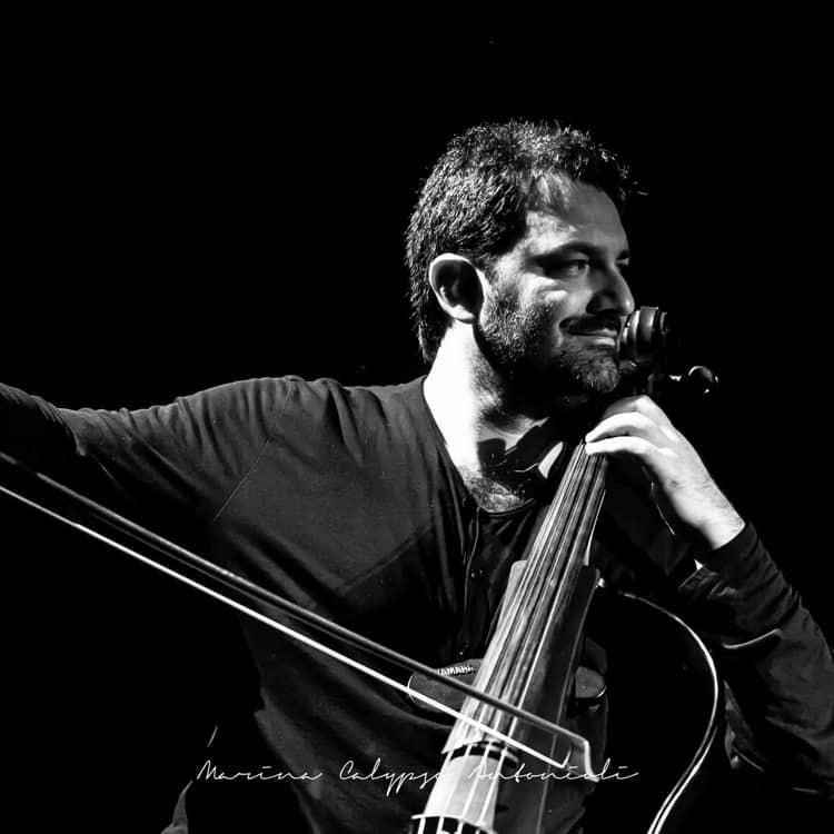 Redi Hasa cellist playing