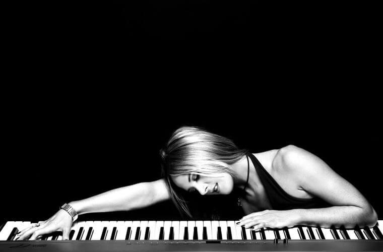Sarah Class singer at piano